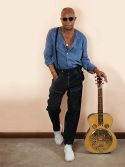 David Sancious standing with his guitar with sunglasses on